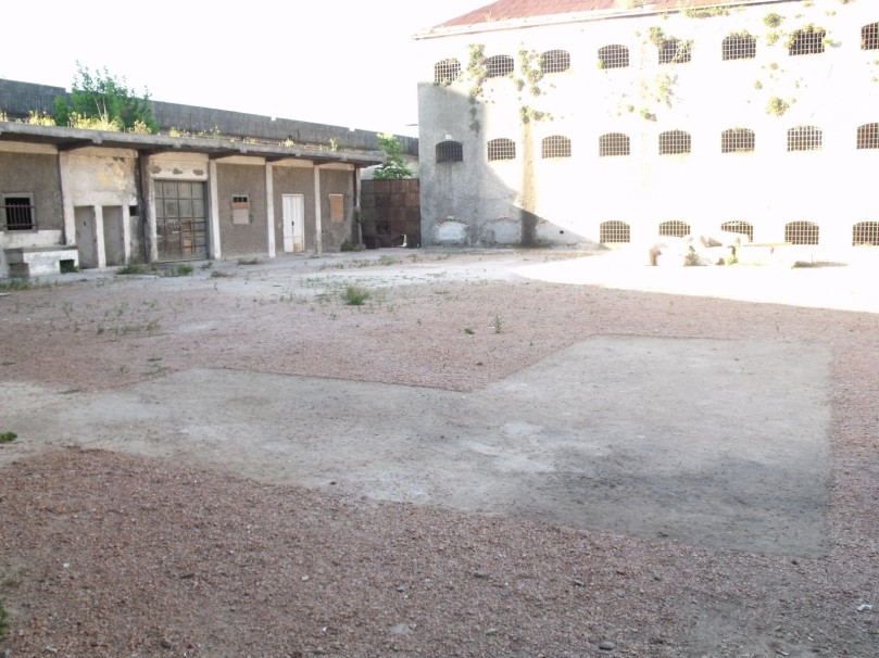 1_Plano del taller #1 (Pala, escoba y carretilla sobre el suelo del patio N de la cárcel)