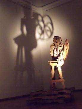 13_ Ícaro (Madera, cola y clacos, 2006)