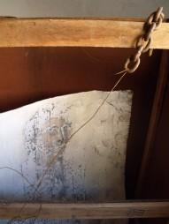 9b_ Autorretrato con cadena (Acrílico, carbón, pastel, cal sobre cartón, 2010)